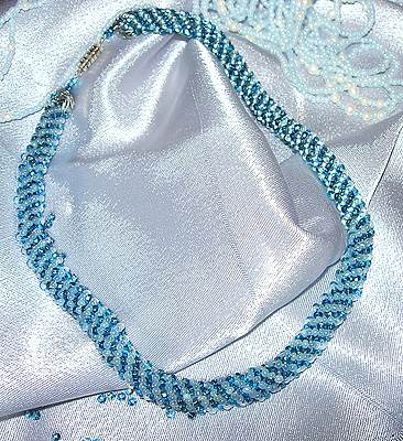 возможно изготовление на заказ из материалов по вашему выбору.  Плетеный спиральный жгут из голубого и синего бисера.